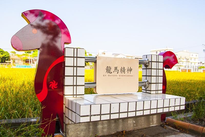 馬興國小校園外馬兒造型的休憩椅7.jpg